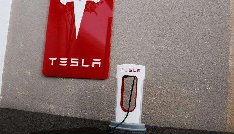 Tesla Desktop Charger