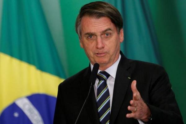 Corona Merebak, Presiden Brasil Malah Selfi bareng Warga