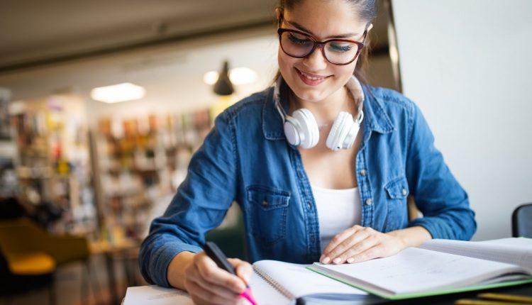 study-student-education-university-homework-concep-P7XBEJK-compressor