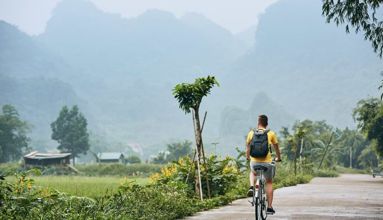 trip-by-bike-in-vietnam-2PQDU4W (1)
